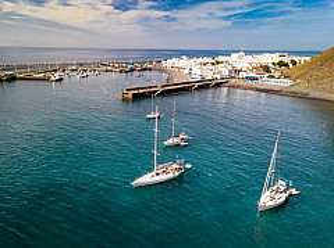 Sailing yachts in Puerto de las Nieves - Gran Canaria