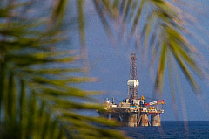 Oil platform near Puerto de la Luz