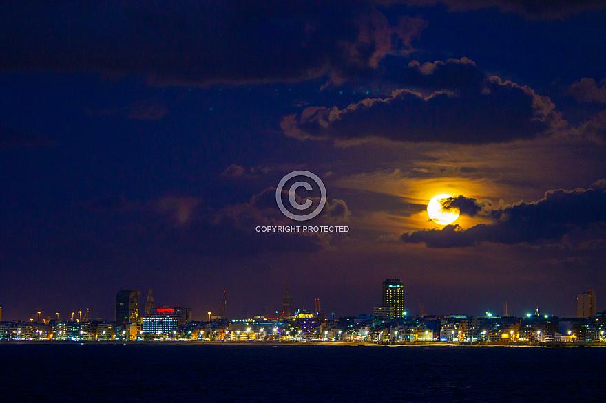 The moon over Las Palmas