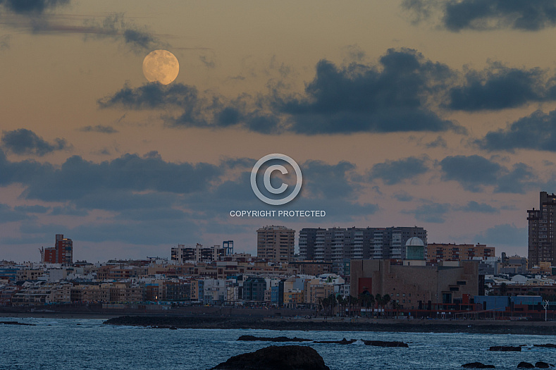 The moon over Las Palmas