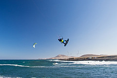 Kite surfing at Playa del Burrero